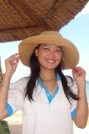 Charming girl på stranda i Phu Quoc