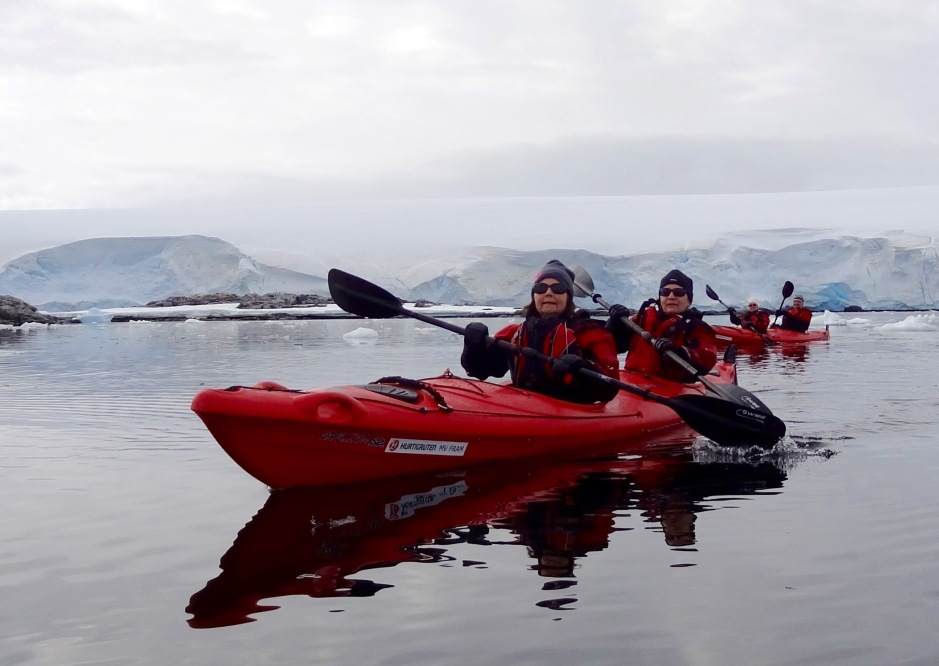 Ingrid Naustvik og Gro Heffernan padler i takt