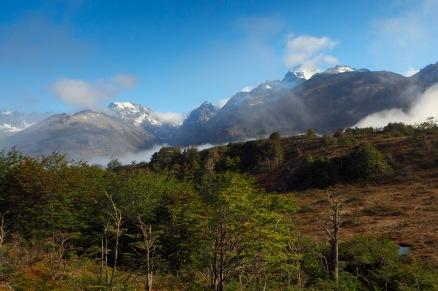 Høye fjell, og om vinteren er dette området et populært skiområde.